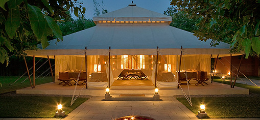 Decorated with beautiful indonesian interior elements you can enjoy the nice flair of gl&ing in these luxury tents. & Dolchino.com - Luxury with passion!
