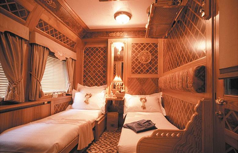 Here a small appetizer of luxury trains the luxury train club